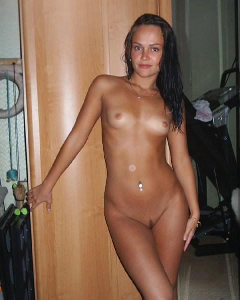 голая плотная брюнетка фото в домашних условиях