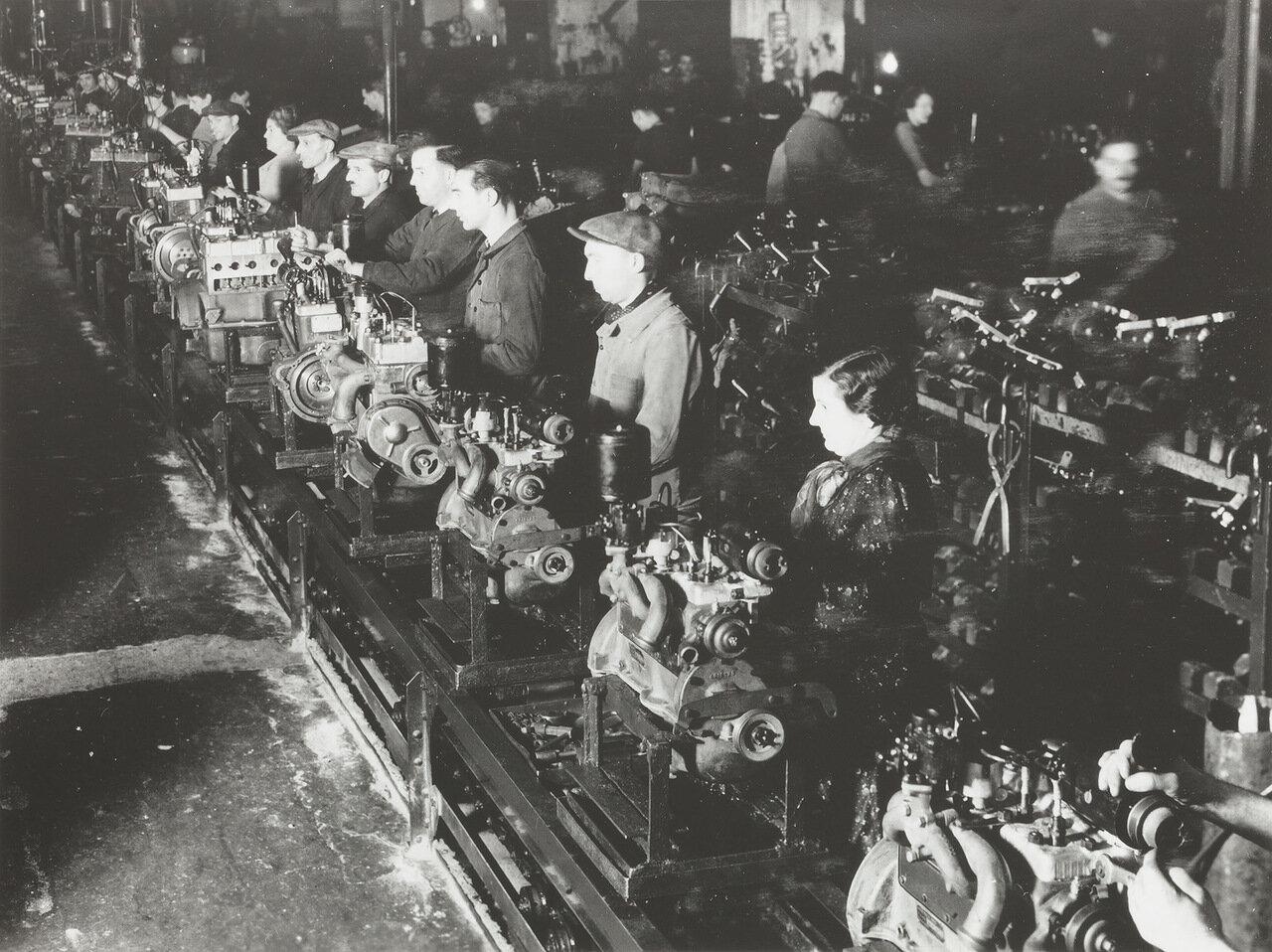 1938. В сборочном цехе Рено