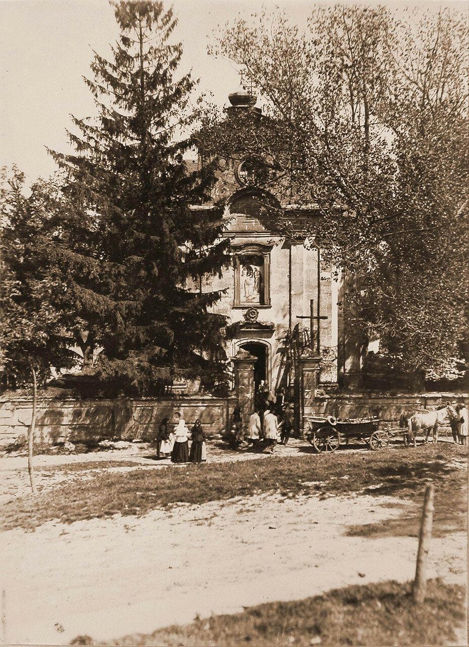 37.  Вид здания униатской церкви, находящейся в 4-х верстах от позиций