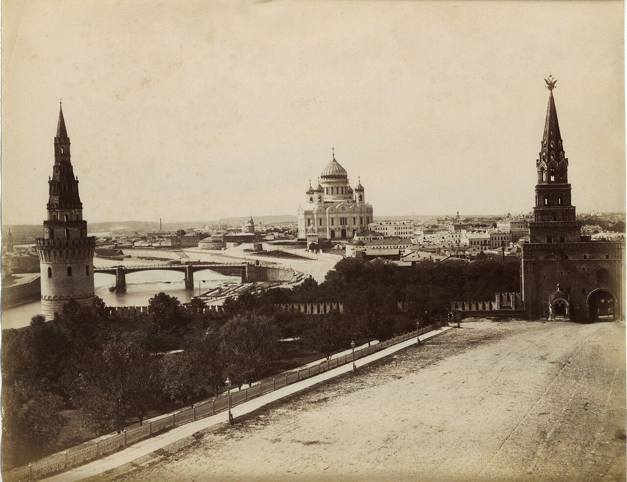 131. Вид из Кремля на Храм Христа Спасителя