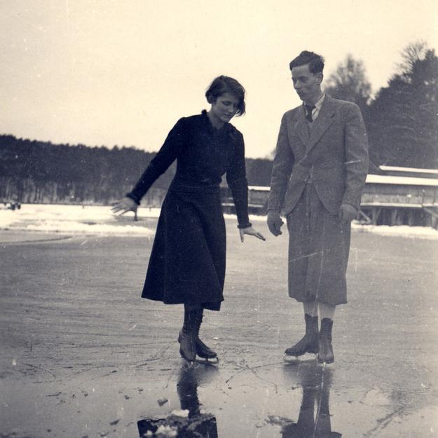 Iceskating Circa 1920.jpg
