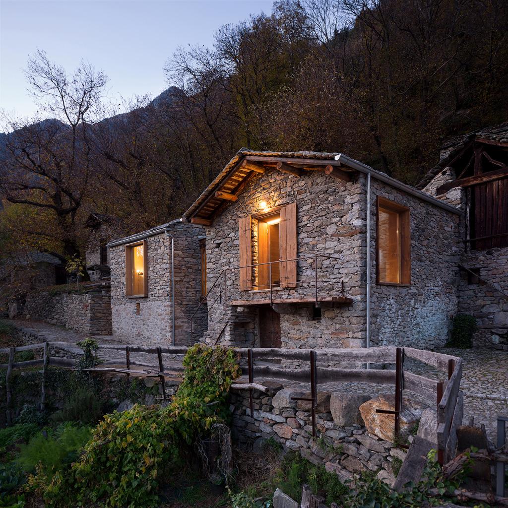 crana_stone_house_italy_vudafieri_saverino-2.jpg