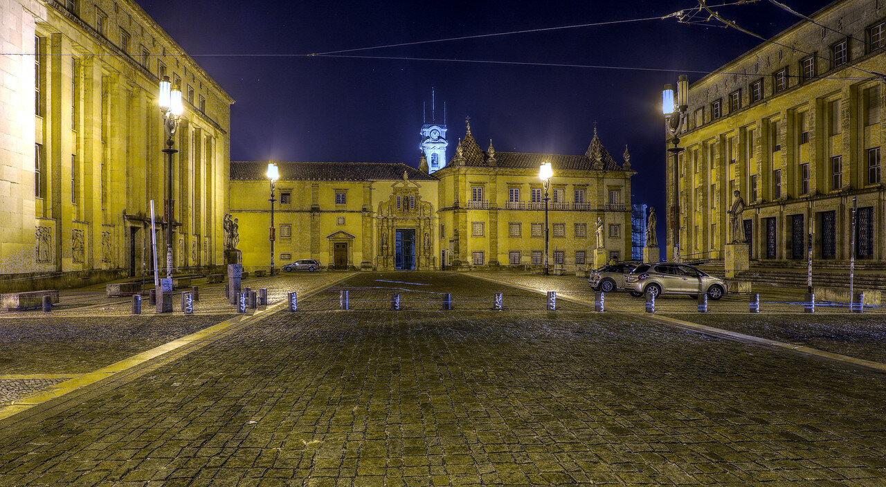 Ночная Коимбра. Университет. Ворота Ферриа (Porta Férrea). HDR
