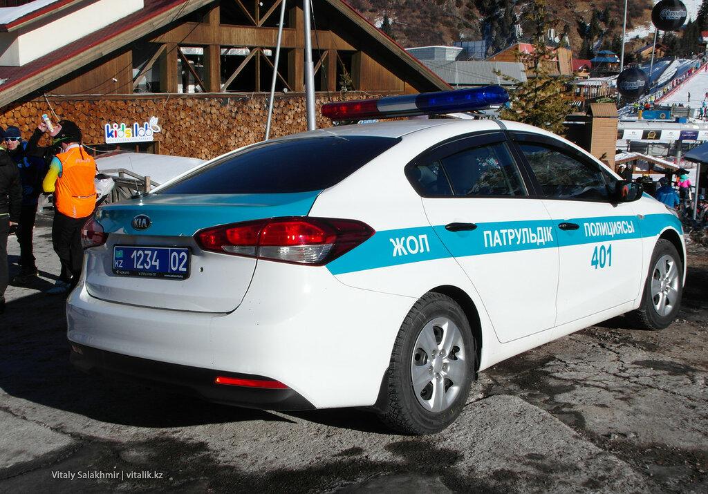 Полицейская машина на Шымбулаке.