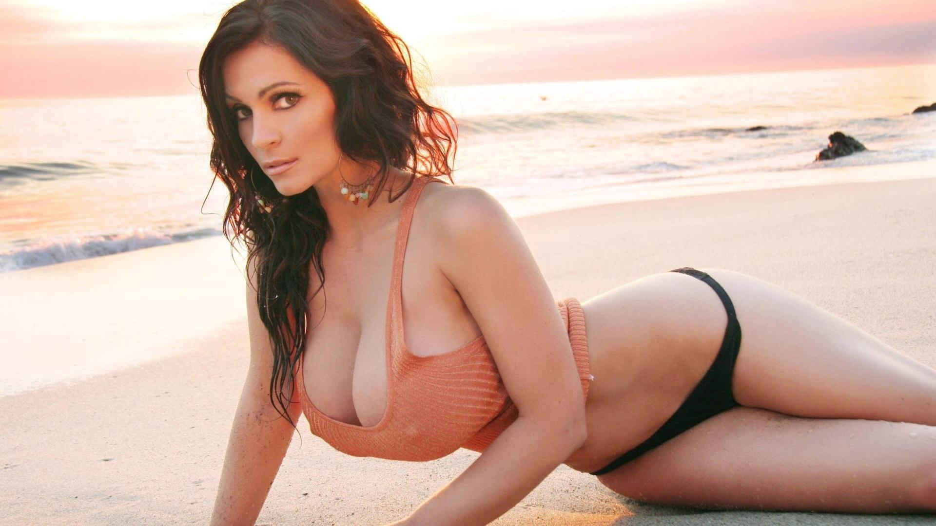 Самые красивые девушки мира с самой красивой грудью 10 фотография