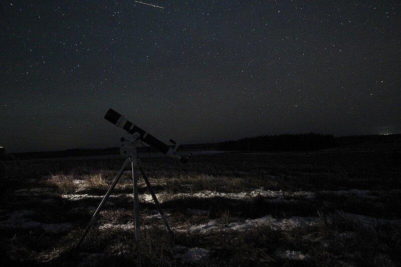 телескоп на фоне ночного неба 23 ноября 2014 г. Астрономический выезд в Шалегово (Оричи, Кировская область)