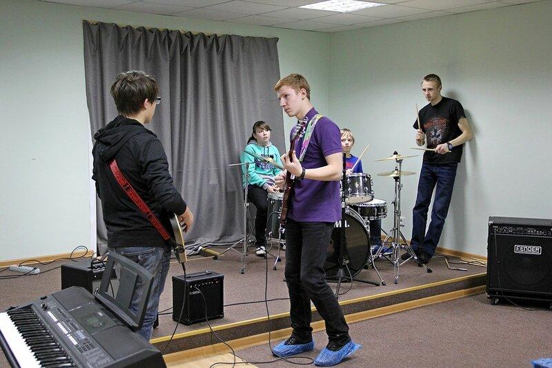 На кросс-уроке в Кировской школе рока Rock Stars School