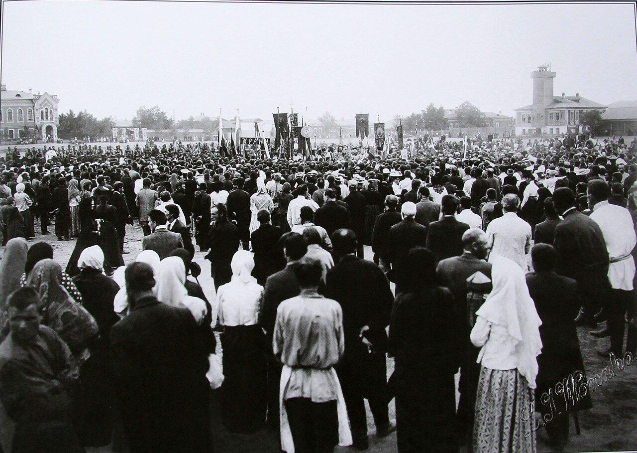Начало патриотической манифестации Красноярского отдела Союза Русского Народа на Новобазарной площади. 30 июля 1907