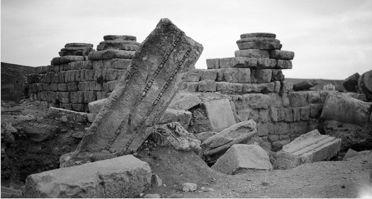 Руины храма в древнем городе Филадельфия