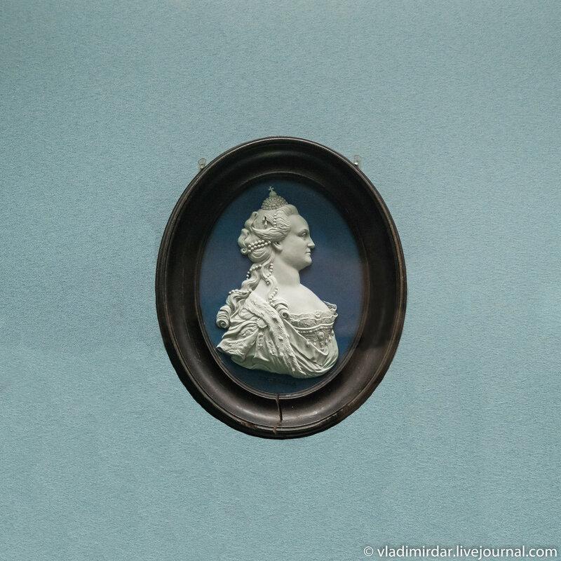Медальон с портретом императрицы Екатерины II