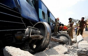 В Индии 32 человека погибло в результате крушения поезда