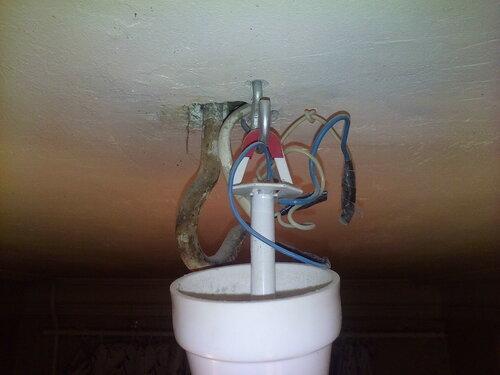 Вызов электрика аварийной службы в квартиру из-за срабатывания автомата одной из групп