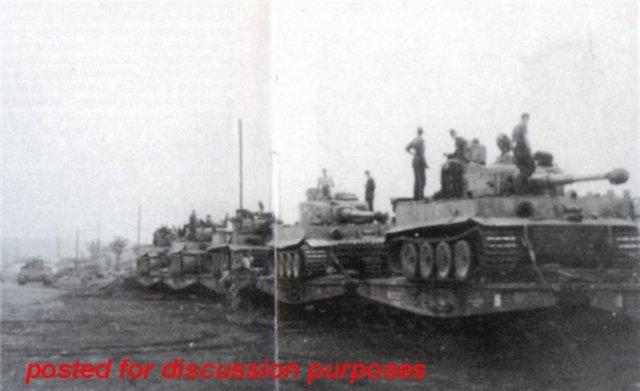 Состав с бронетехникой в районе Славянска, июнь 1943 г.jpg