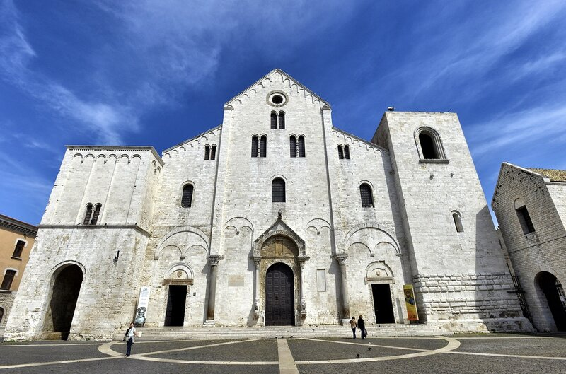 Bari_Basilica_di_San_Nicola.jpg