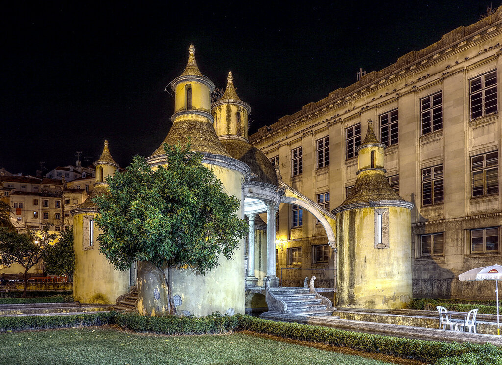 Ночная Коимбра. Сад Манга (Jardim da Manga). HDR