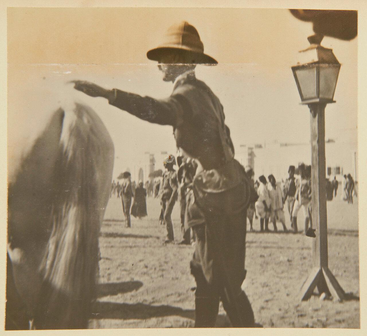 Лейтенант Чейтор Бринтон, 2-й лейб-гвардейский конный полк, прикомандированный к 21-му уланскому полку покидает Каир