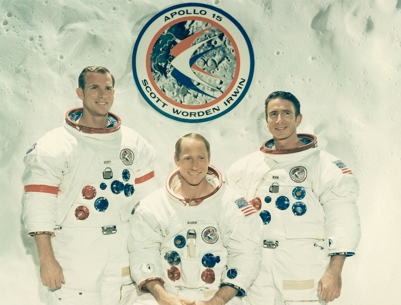 «Аполлон-15» — девятый пилотируемый космический корабль в рамках программы «Аполлон», четвёртая высадка людей на Луну. Командир экипажа Дэвид Скотт и пилот лунного модуля Джеймс Ирвин провели на Луне почти трое суток. На снимке: Официальный портрет