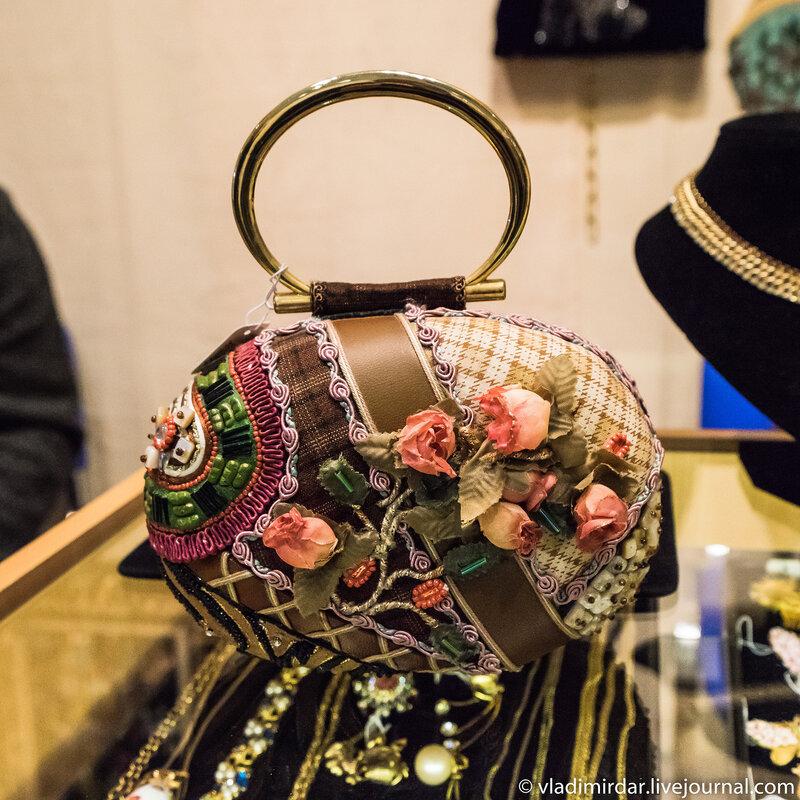 Затейливая женская сумочка