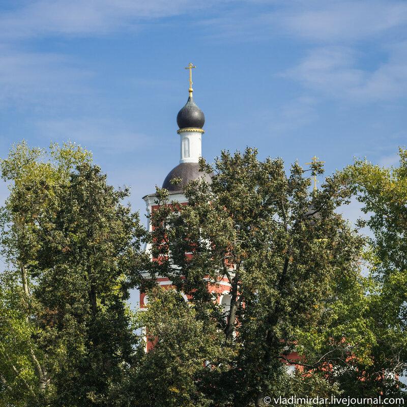 Храм Петра и Павла. Вид от Никольской церкви в Лыткарино.