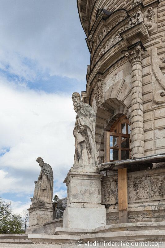 Западные врата Знаменской церкви в Дубровицах