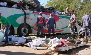 В Китае 30 человек погибло при падении автобуса в ущелье