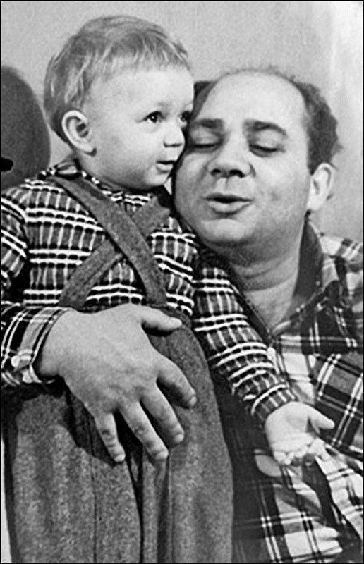 1177 Евгений Леонов с сыном.jpg