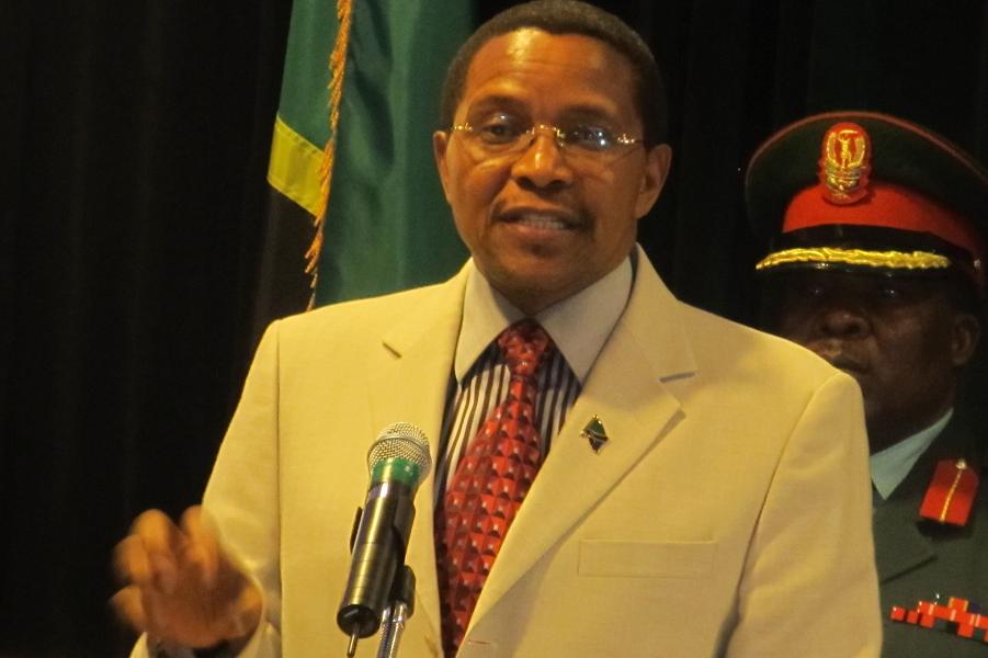 министр иностранных дел Танзании Мембе.png