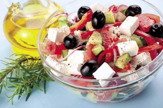 Греческий салат сохраняет силы
