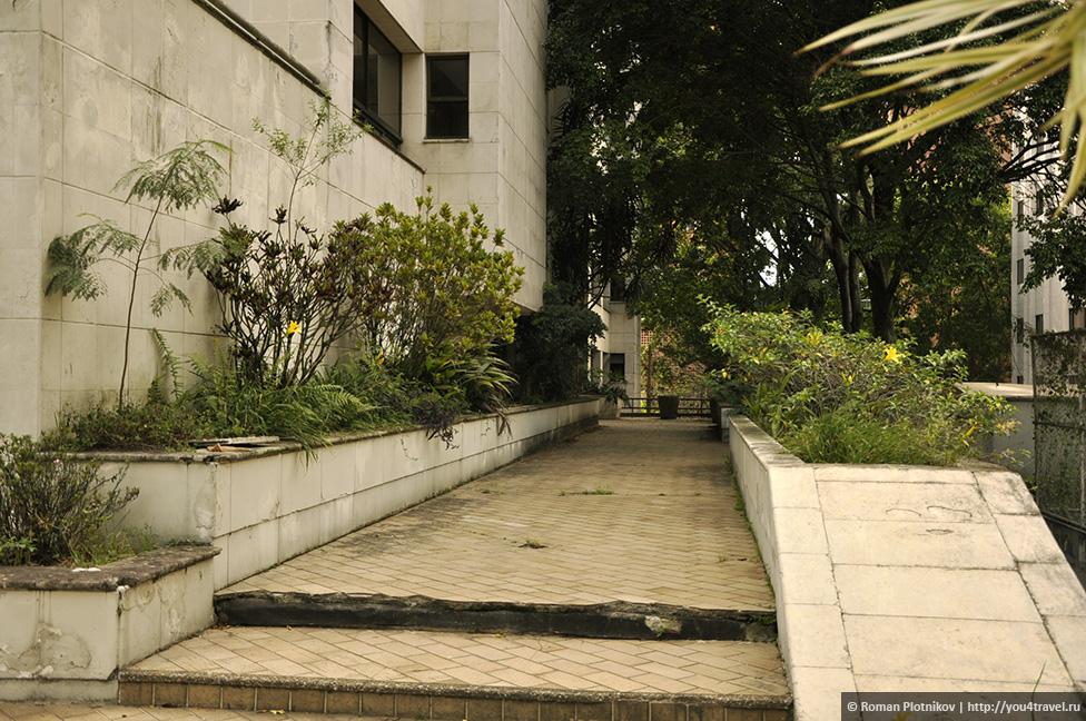 0 14e9d6 bfb85740 orig День 171. Кладбище, где похоронен колумбийский наркобарон Пабло Эскобар, и его дом в Медельине