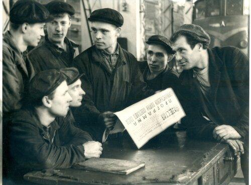Изучение программы КПСС в цехе топливной аппаратуры ТЧ Петропавловск, 1961.jpg