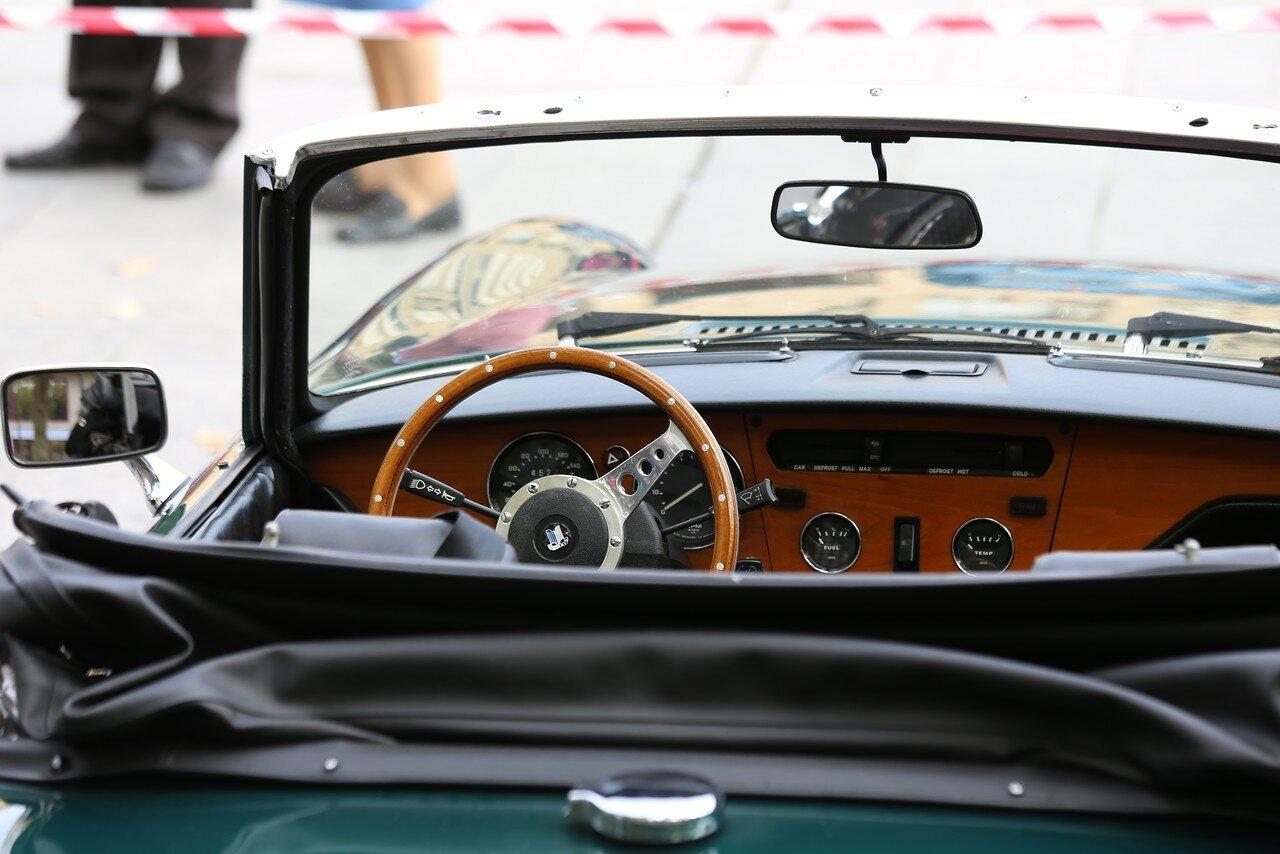Парад ретроавтомобилей в Логроньо.  Triumph Spitfire  Mark IV