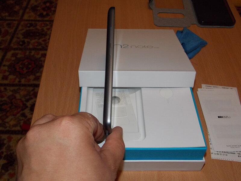 Meizu M2 Note (слева)