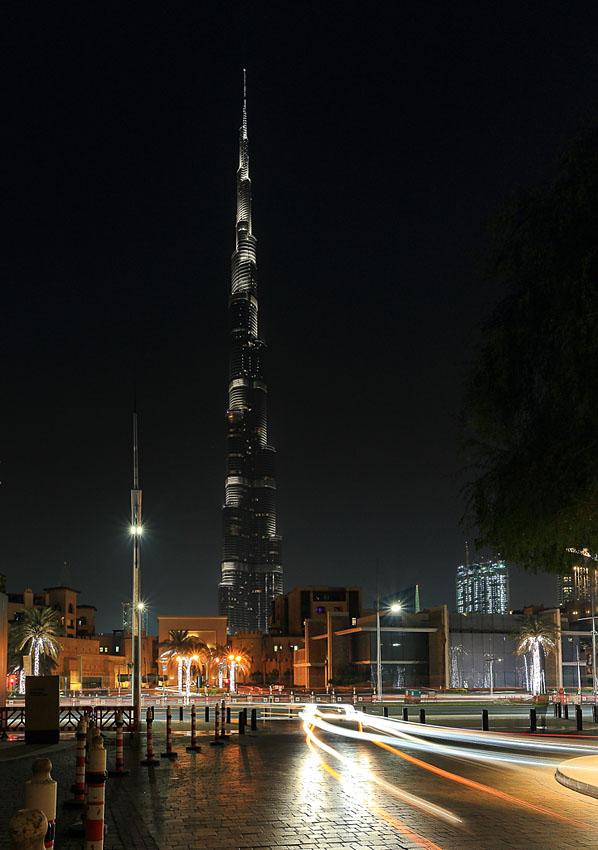 Фотография 5. Ночью снимать небоскреб уже тяжелее, чем в сумерках. Фотоаппарат Canon EOS 6D