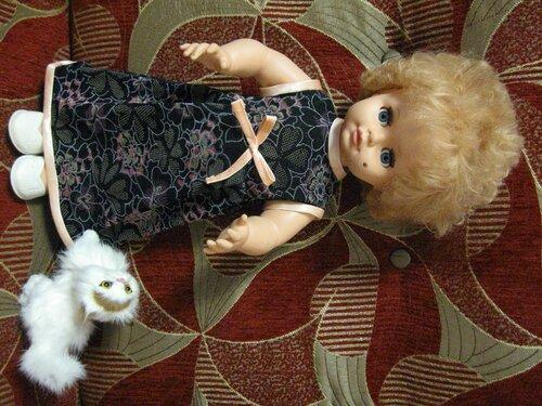 темное платье для куклы