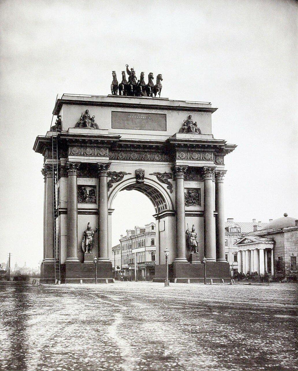 350. Триумфальные ворота