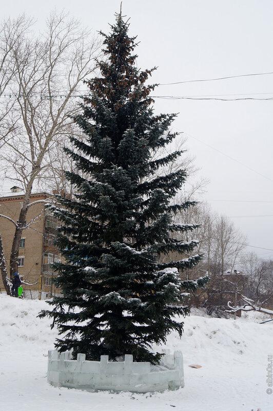 Новогодняя елка в парке ЖД