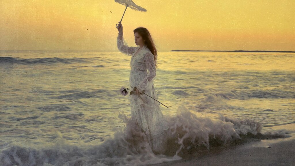 girl_sea_waves_umbrella_style_ultra_3840x2160_hd-wallpaper-419915.jpg