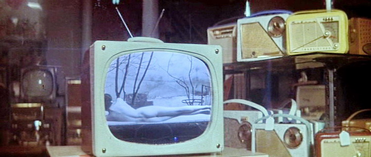 1961 - Женщина есть женщина (Жан-Люк Годар).jpg
