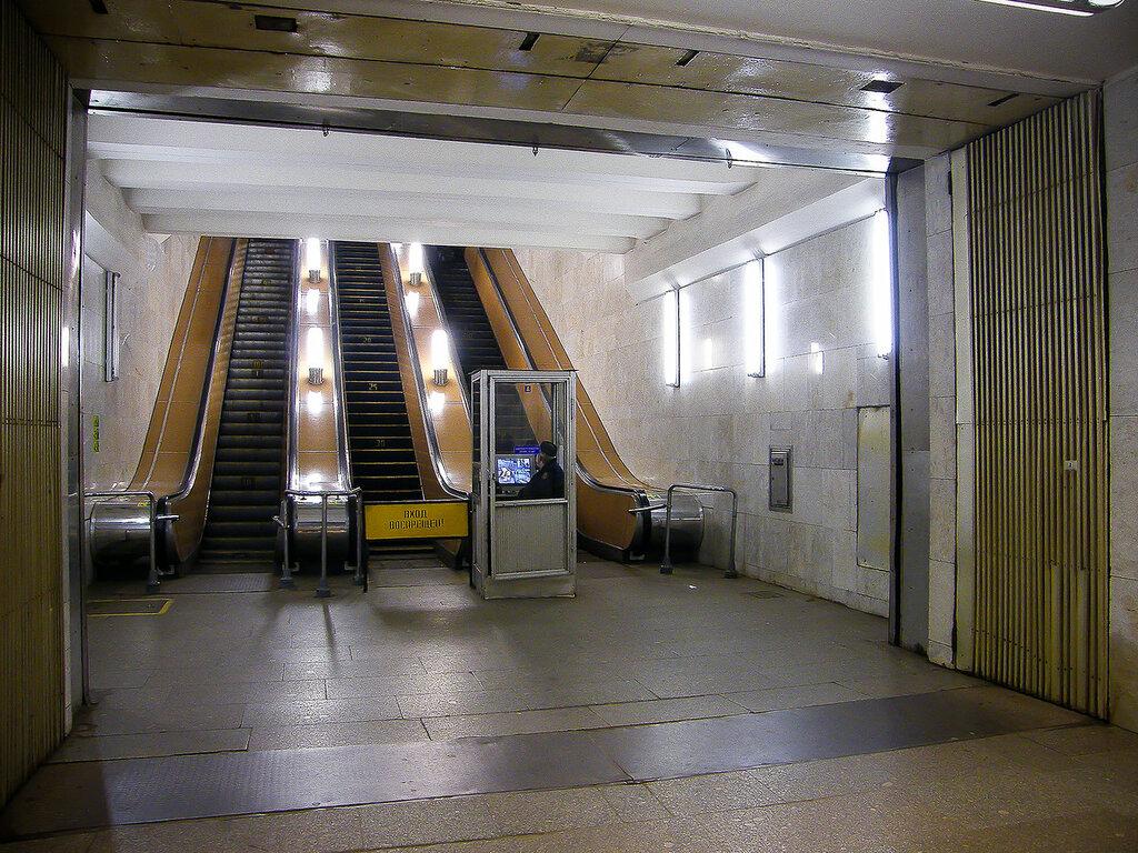 Старый эскалатор на станции Ботанический сад был установлен в 1978 году
