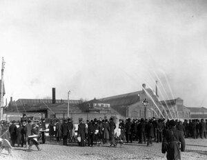 Демонстрирование пожарного автомобиля системы Коммер - кар у товарных складов Адмиралтейского завода.
