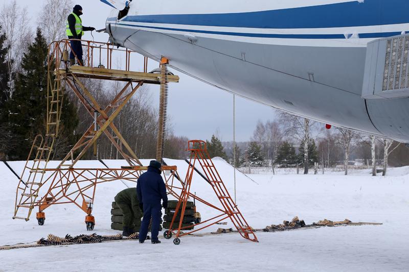 Avión de carga y transporte militar Ilyushin IL-76MD-90A (IL-476) 0_11d62e_8d86877e_orig