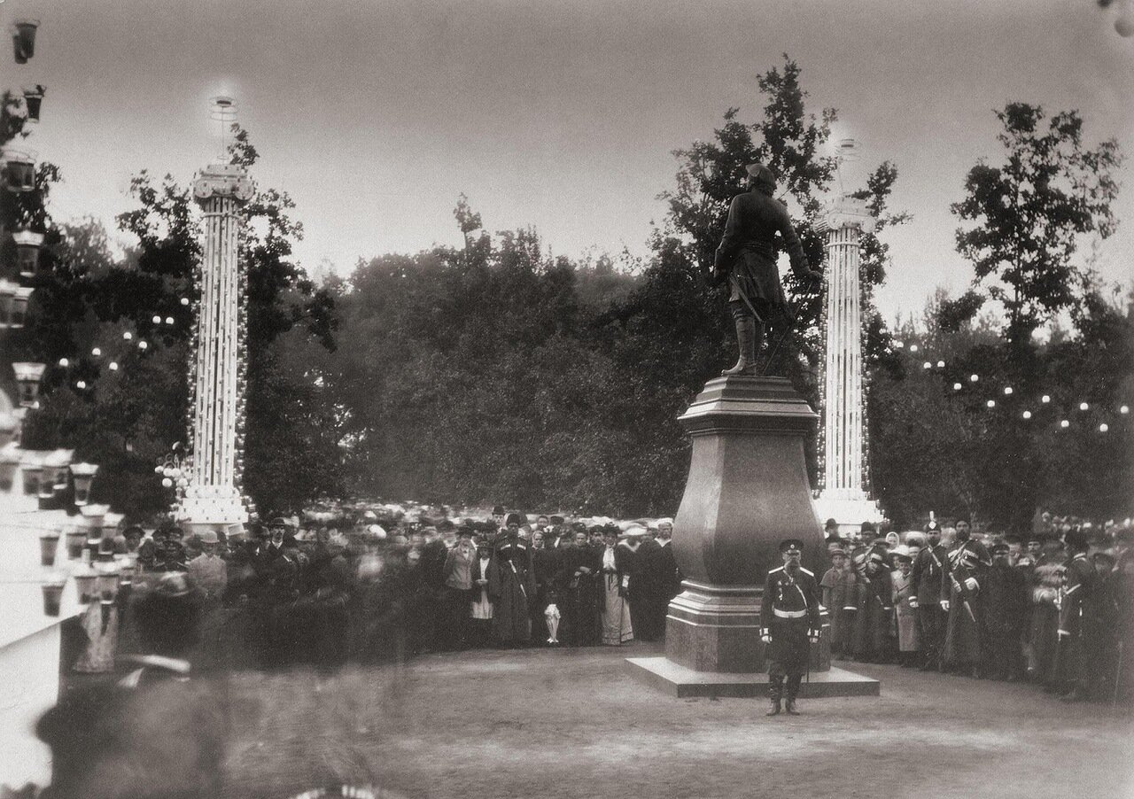 Ночная иллюминация в Нижнем парке Петергофа 1893