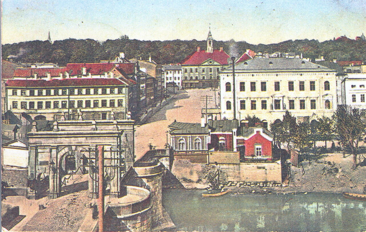 Вид на ратушу и Каменный мост