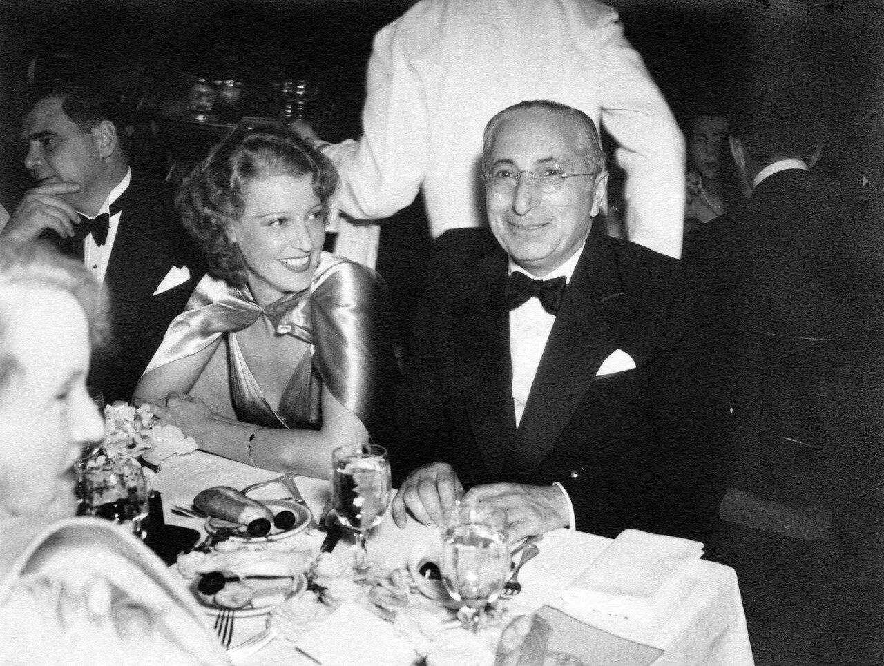 1935. Джанет Макдональд и Луис Барт Майер на банкете по случаю вручения премий Академии