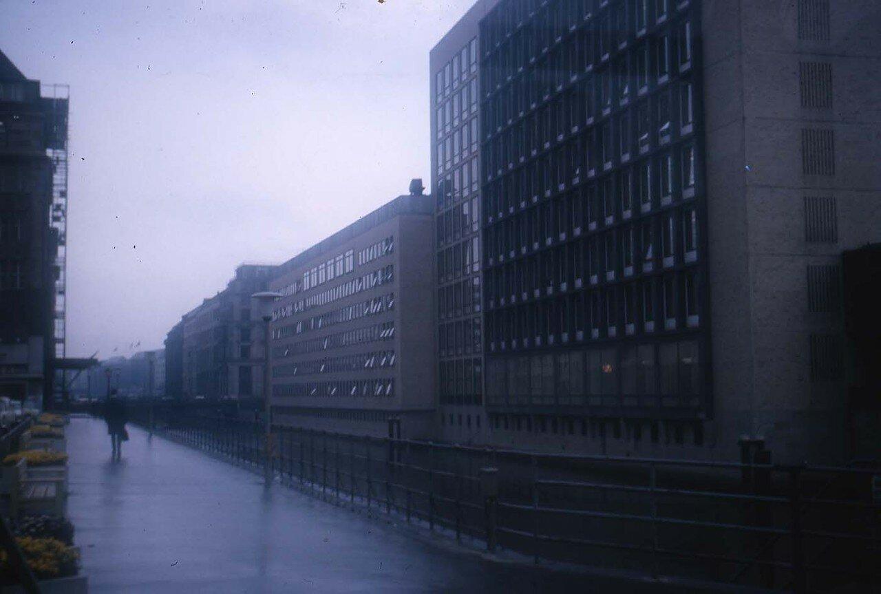 36. Улица в дождь