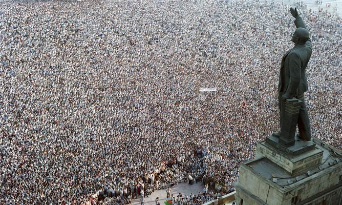 Сто тысяч демонстрантов у памятника Ленину в Баку. 1989. Соловьев Андрей.jpg