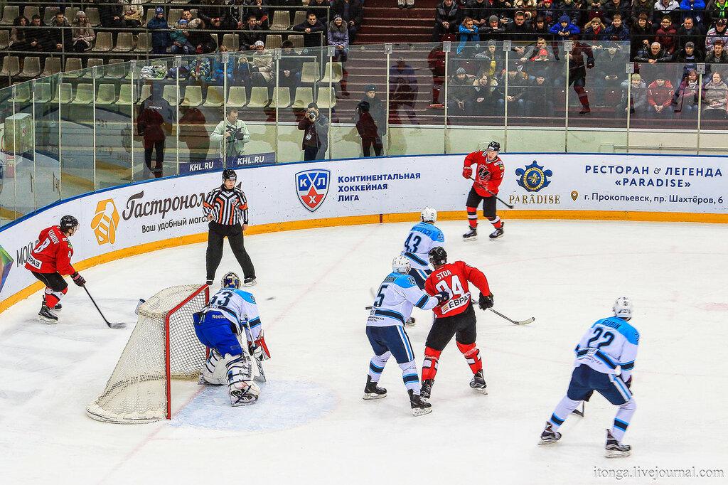 "Хоккей в Новокузнецке: ""Металлург"" - ""Сибирь"""