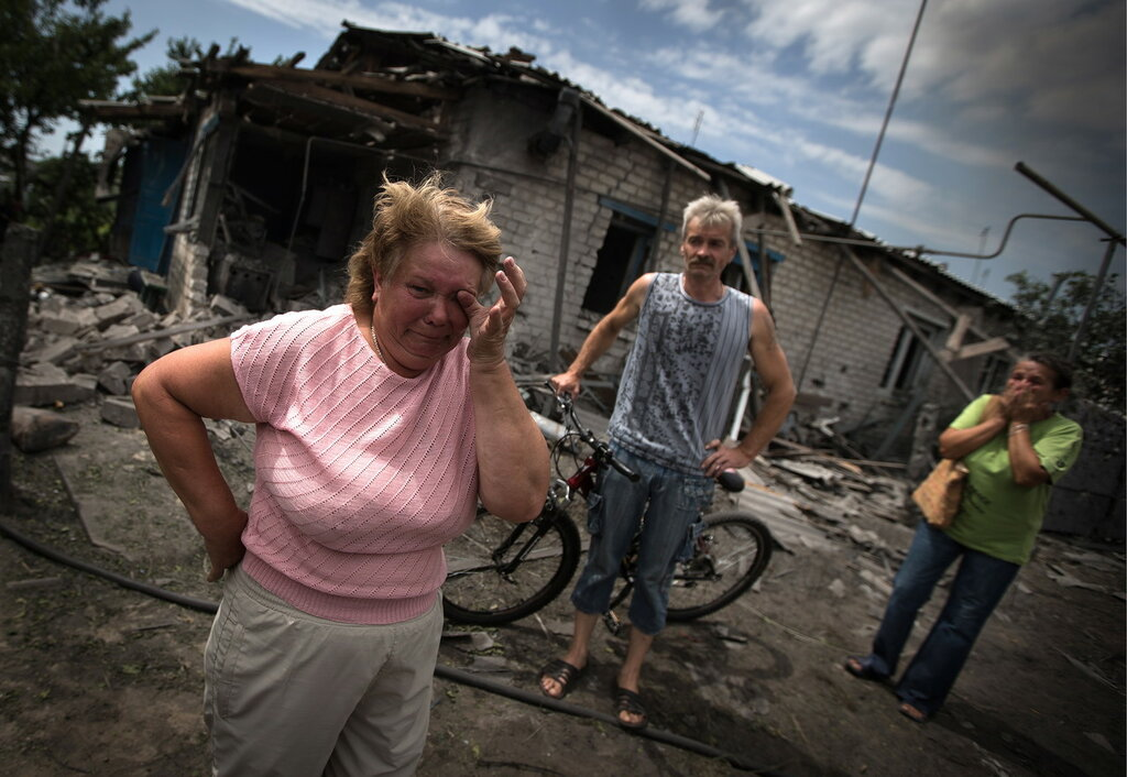 Последствия авиаудара в поселке Станица Луганская
