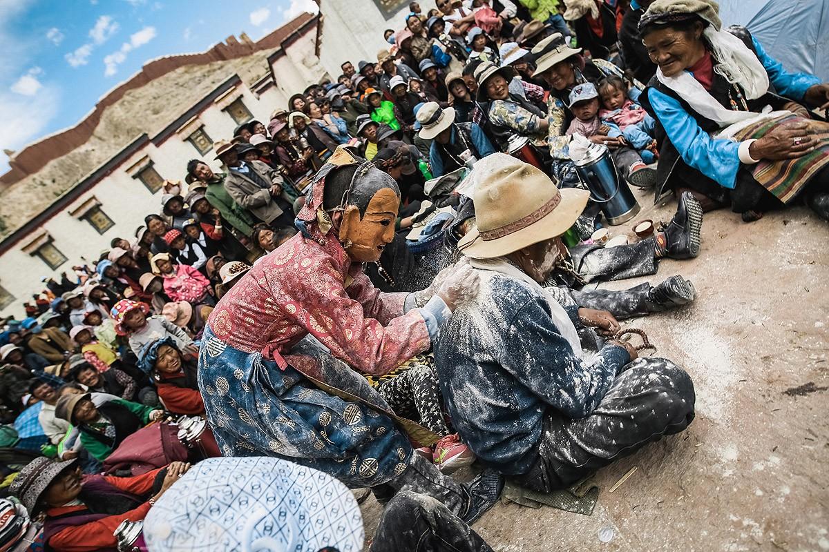 36. Судя по количеству муки, этот тибетец будет самым счастливым человеком на ближайший год!