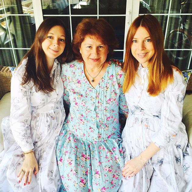 Наталья и Юлиана Подольские У певицы Натальи Подольской есть близняшка Юлиана, которая младше своей